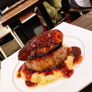 牛フィレ肉とフォアグラのロッシーニ〜トリュフソース〜(俺のフレンチ TOKYO )