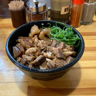 ホルモン丼(麺や 清流)