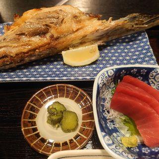 鮪胸ヒレ肉の塩焼きと鮪刺身付ご飯