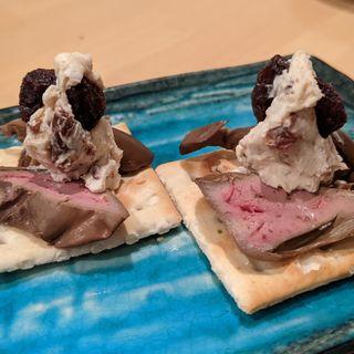 レバーの燻製とクリームチーズのカナッペ(炭火串焼ヒヨク之トリ 水道橋店)