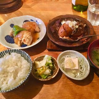 揚げ鶏のおろしあんかけ&和牛黒煮込み(煮玉子は別途100円)(あぶくま亭 )