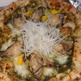 牡蠣と舞茸のジェノベーゼピザ