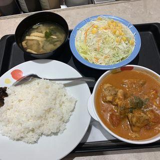 ゴロゴロチキンのバターチキンカレー生野菜セット(松屋 中野坂上店)