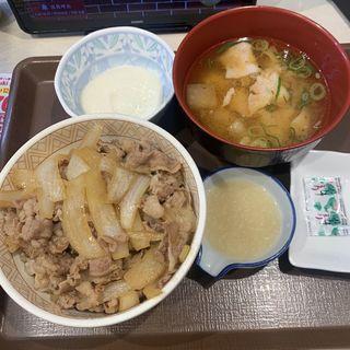 わさび山かけ牛丼 塩麹とん汁セット(すき家 西新宿店 )