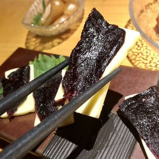 クジラの燻製とチーズ(和創居酒屋 辰家 (わそういざかや たつや))