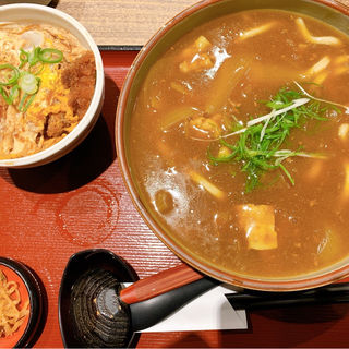 カレーうどんとミニカツ丼セット(杵屋 新大阪味の小路店 (きねや))