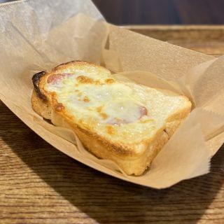 ホワイトピザトースト(カフェ ミリオン)