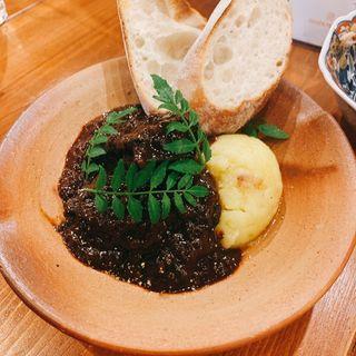 牛スネ肉の味噌ワイン煮(大衆酒場 楽園)