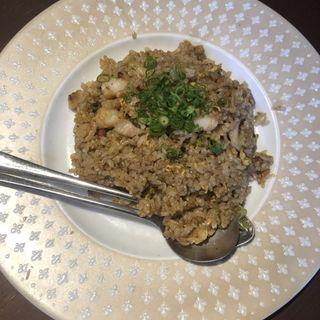 パラパラ炒めた九龍自慢の黄金炒飯です「五目チャーハン」