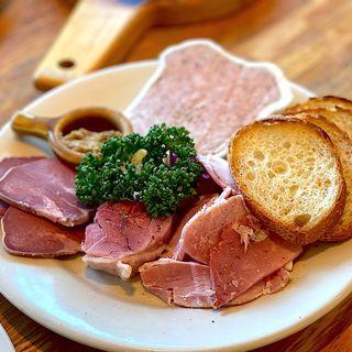 豚肉料理いろいろ盛り合わせ(つばめグリル 新宿タカシマヤタイムズスクエア店 )