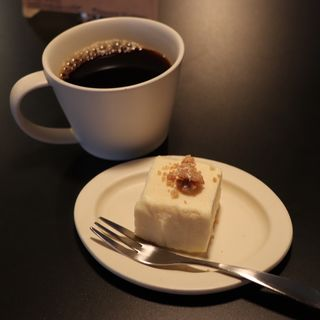コロンビアコーヒー、チーズケーキ(TRIBUTE COFFEE)