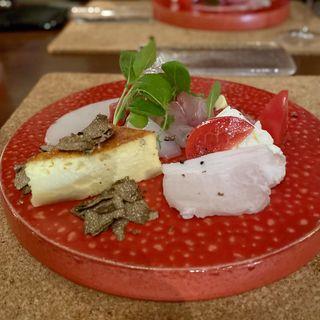 前菜盛り合わせ(まぐろ、かんぱち、いかのカルパッチョ、プッラータチーズとフルーツトマトのカプレーゼ、自家製の豚ハム、プレーンのキッシュ トリュフ添え)(ヴィーニ デル ボッテゴン (VINI DEL BOTTEGON))