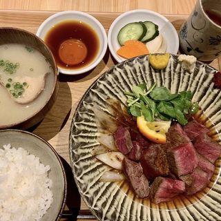 赤身肉ヒレステーキと土鍋ご飯の定食