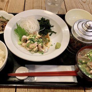 ダルマ鯛炙り胡麻定食(梅山鉄平食堂 )