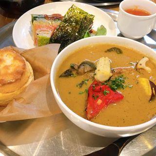 ロティサリーチキンと揚げ野菜のスープカレー