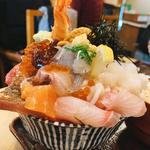 イクラ、ウニ乗せ海鮮丼