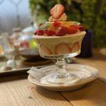 苺とピスタチオムースのフレジェ風