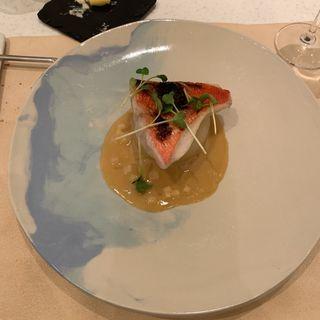 白身魚のポアレ 大根 塩麹の白ワインソース(タンモア)