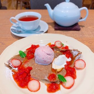 苺と塩キャラメルソースのガレット