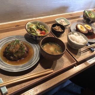 手ごねハンバーグ(和風ソース)(ジョイ トリップ カフェ (JOY TRIP CAFE))