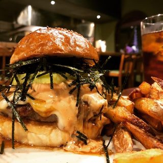 ハワイアン磯部バーガー(Hyoe's Burgers+Fries)