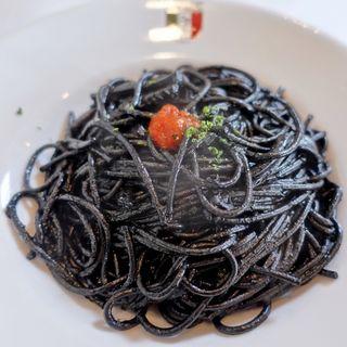 イカ墨のスパゲッティ(タベルナ ロンディーノ)