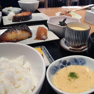 本日のお刺身と選べるメイン膳(1種)※平日ランチタイム限定価格(魚忠 (ウオチュウ))