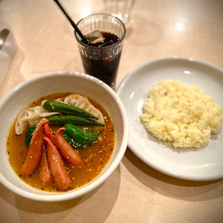 MOMO(ネパール風ぎょうざ)と野菜のスープカレー