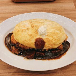 スフレ卵のオムライス ビーフもマッシュルームのデミグラスソース