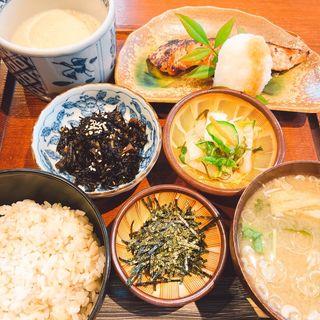 麦とろ鮭の粕漬け定食(大黒屋 (だいこくや))