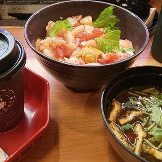 コロナに打ち勝とうセット 海鮮丼、味噌汁(無添くら寿司 西春日井店 )