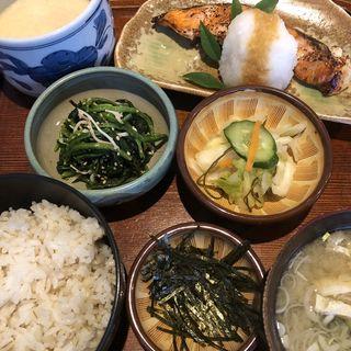 麦とろ鮭の粕漬け定食