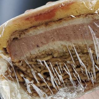 ハムカツ焼きそば(手作りのデリとパン カフェココナ)
