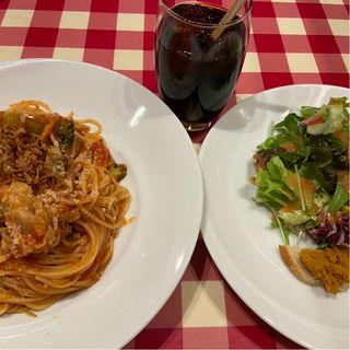チキンとブロッコリー、カレー風味のトマトソース(ロマンツァ 銀座店 )