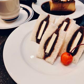 食後のあんバターサンド(シヤチル (shachill))