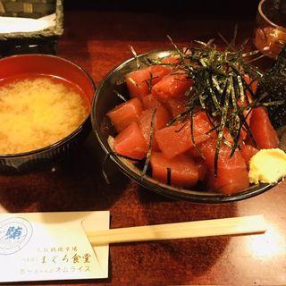 赤身と中トロのハーフ丼(鶴橋まぐろ食堂 (つるはしまぐろしょくどう))