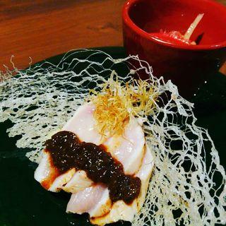 極コース 冷菜 大摩桜むね肉炙り 焦がし黒葱ソース(さつま極鶏専門店 だいまおう)