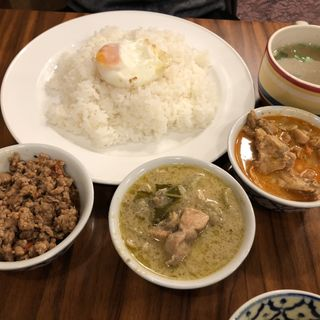 3種類のカレー ご飯大盛(タイ ラック タイ )