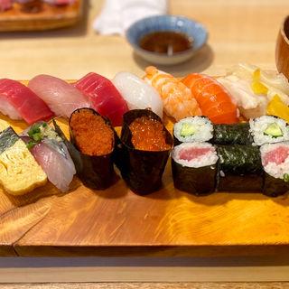 上寿司(一人前半)(魚がし寿司 (うおがしずし))