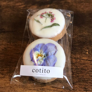 お花とホワイトチョコのクッキー(コチト (cotito))