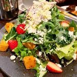 苺とフェタチーズのギリシャ風サラダ(ベーカリー&レストラン 沢村 新宿 )
