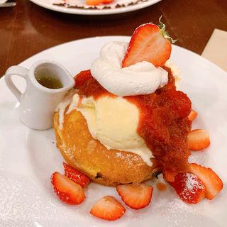 クリームチーズとベリーのパンケーキ(カフェ&ブックス ビブリオテーク 大阪・梅田 (café & books bibliotheque))