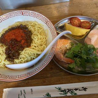 オギヤムクン(エビとトマトのタイ風汁なし担担麺)