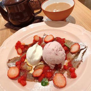 苺と塩キャラメルソースのガレット(アフタヌーンティー・ティールーム 大丸福岡天神店 )