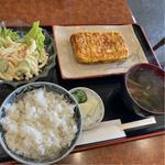 厚焼き玉子とご飯セット、マカロニサラダ