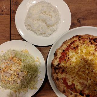 マヨコーンピザ、コブサラダ、ご飯