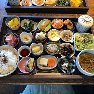 木箱ランチ(赤穂野菜と地魚の店 五月(メイ))
