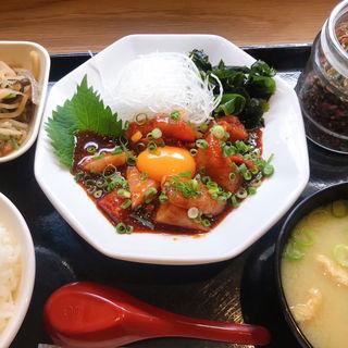 対馬ブリトロユッケ定食(梅山鉄平食堂 博多店)