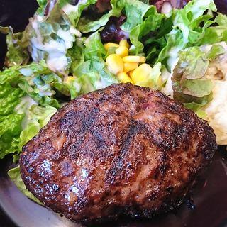 馬肉ハンバーグの炭火グリル(仕事馬 (シゴトウマ))