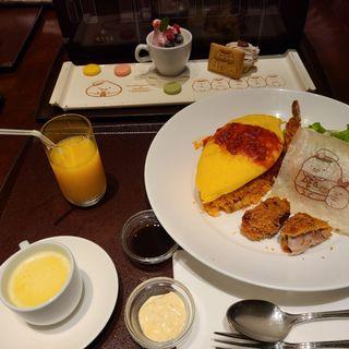 オムライスランチとすみっコぐらしのデザートプレートセット(ダイニング&バー「美味旬菜」)